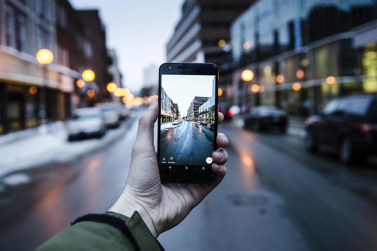 vise bilder fra iphone på tv